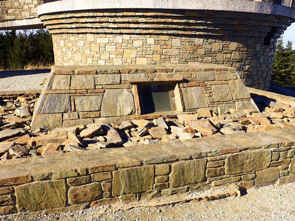 Mt Mitchell NC Tomb
